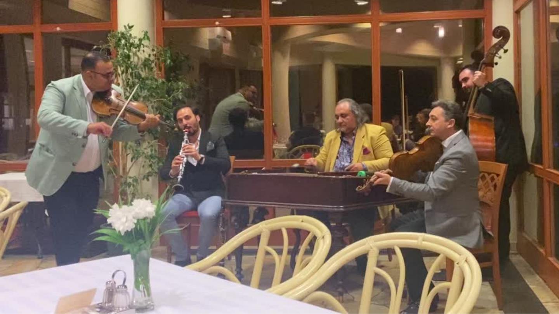 Club Tihany - Lurkó Zenekar